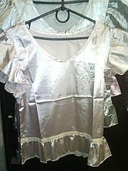 Блузка атласная с камнями