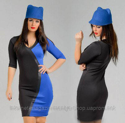 Платье женское имеет геометрическую вставку