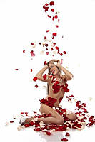 Хлопушка с лепестками роз