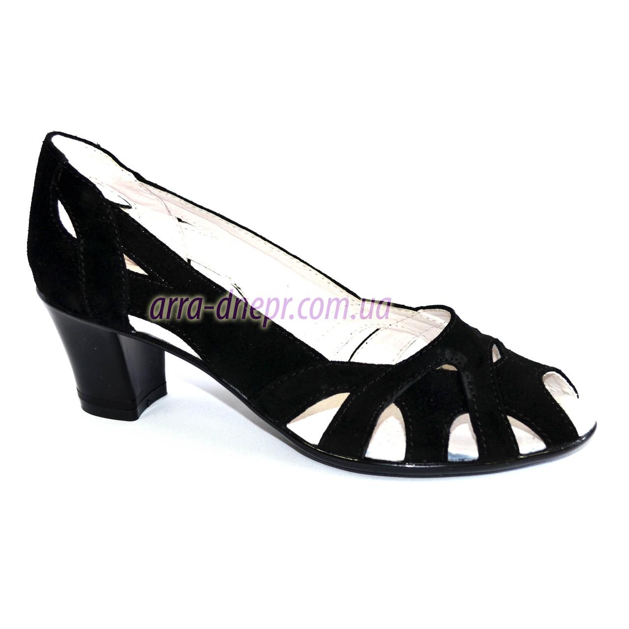 Замшевые черные женские босоножки на невысоком устойчивом каблуке