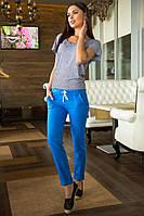 Легкий костюм женский: брюки с карманами, футболка свободная