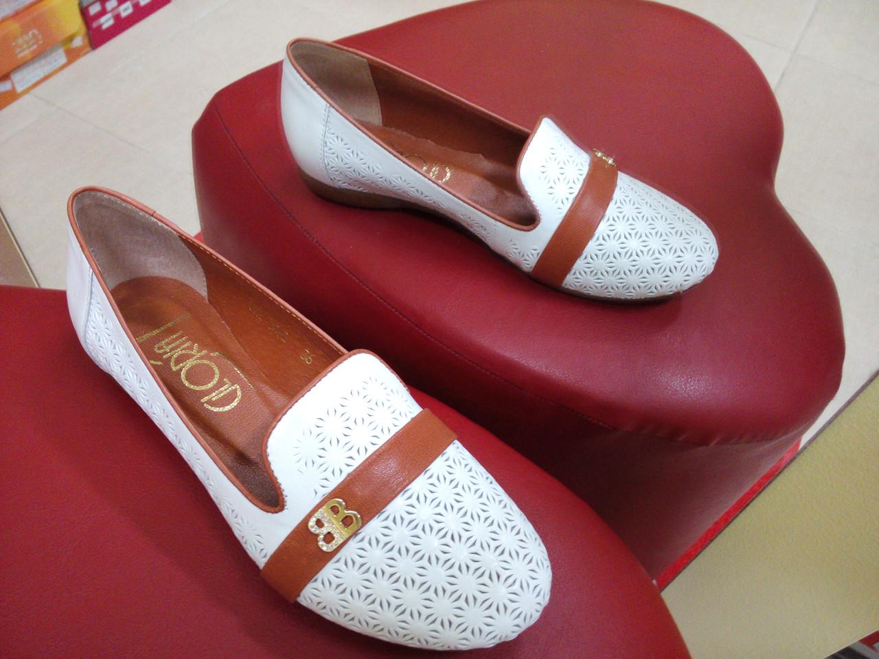 149720b4f31e Женские кожаные туфли на низком ходу GLORIA белые. - интернет-магазин обуви