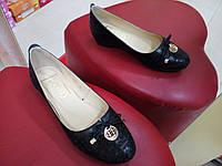 Женские кожаные туфли на маленьком каблучке GLORIA чёрные.