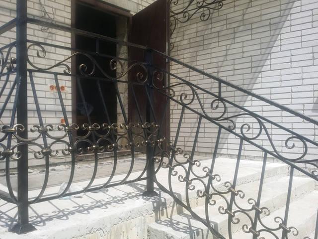 Кованое крыльцо в частном доме -1