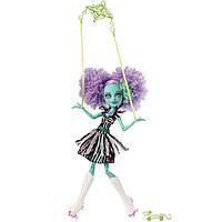 Кукла монстер хай Хани Свомп из серии Фрик дю шик цирк Шапито.