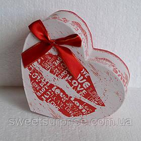 Подарочная коробка сердце (поцелуй)