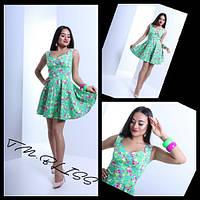 Цветочное платье с декольте и юбкой-клеш