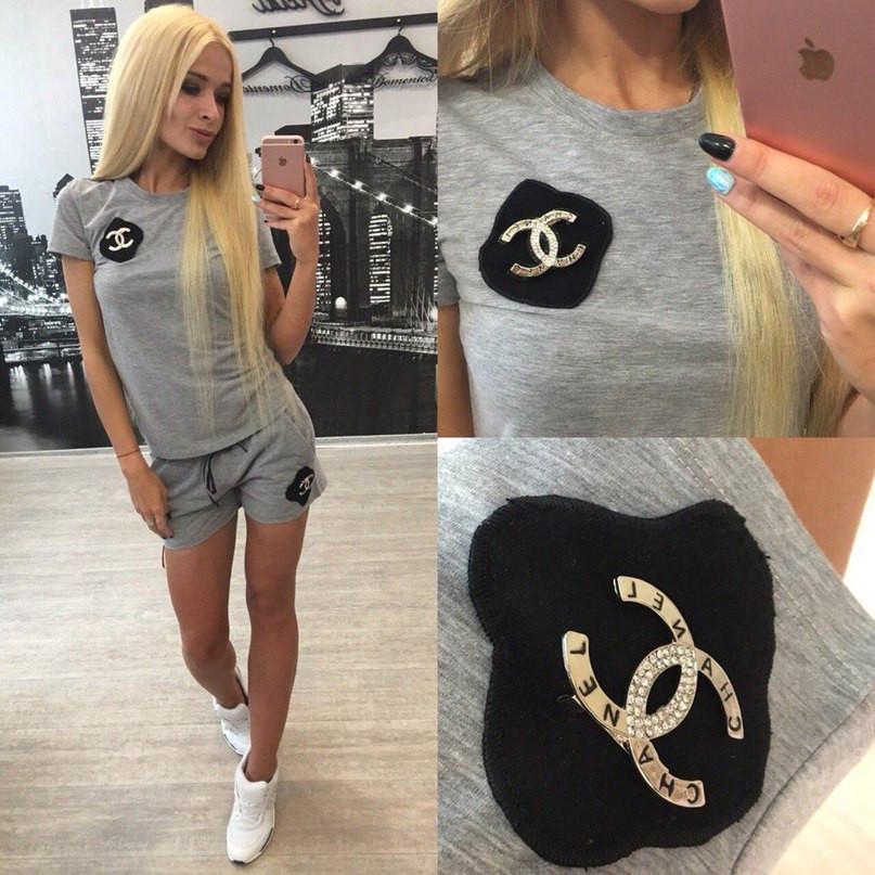 Костюм с нашивками Шанель шорты+футболка