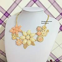 """Ожерелье """"Флора"""" нарядное с кристаллами. Ожерелье, 50.0, Пластик, Эмаль, Женский, бежевый (персиковый цветок слева)"""