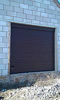 Ворота секционные гаражные Ryterna TLB. Цвет коричневый, RAL 8017. Тип панели полоса. Фальш панель образующая перемычку.