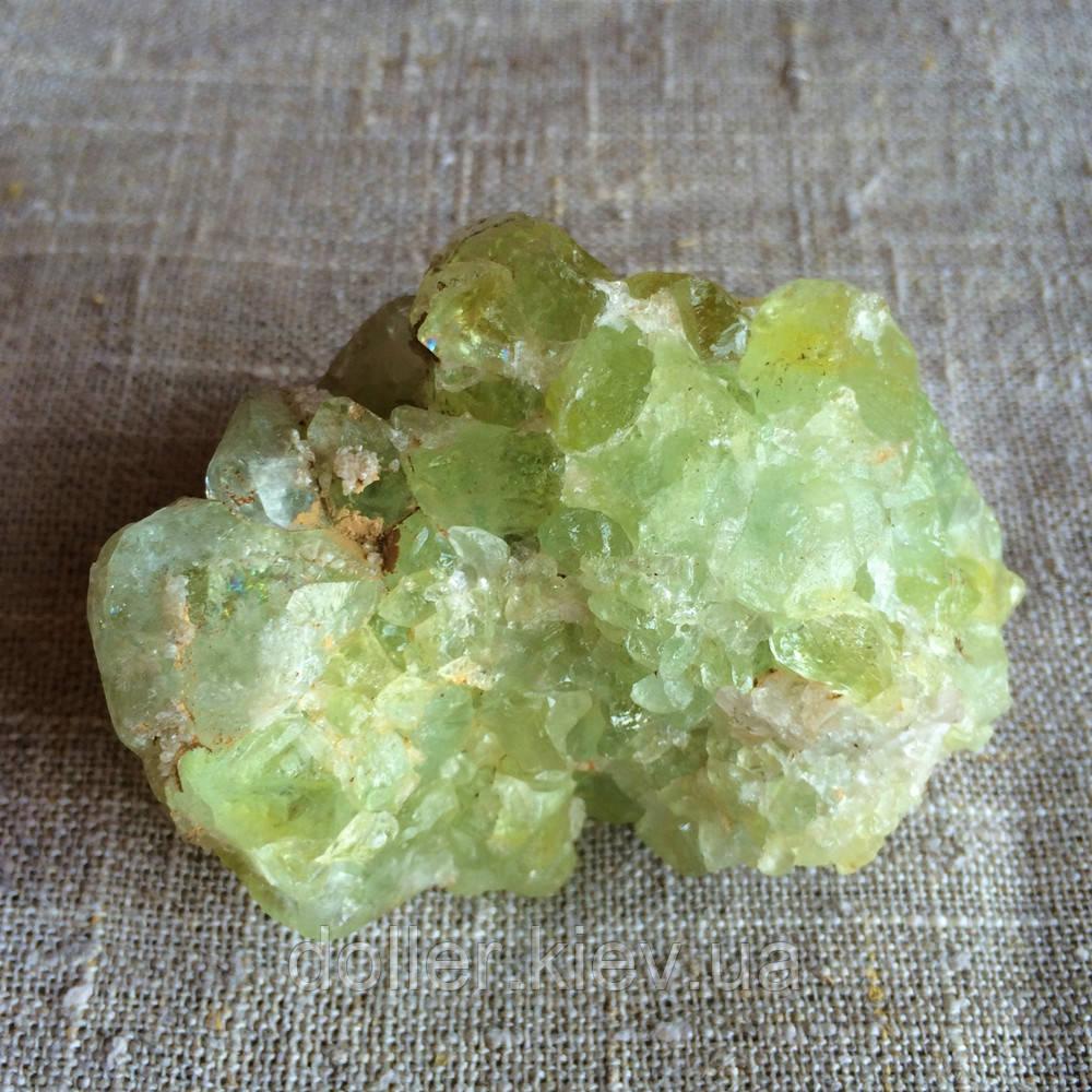 Датолит-кристалл.