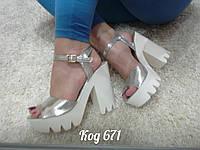Босоножки на тракторной подошве и каблуке серебро, фото 1