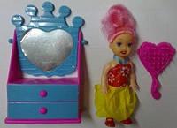 Кукла маленькая с туалетным столиком