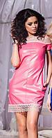 Кожаное розовое платье со змейкой сзади и открытыми плечами. Арт-5736/57