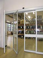 """Автоматические раздвижные двери с системой """"антипаника""""."""