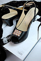 Босоножки на каблуке, черные
