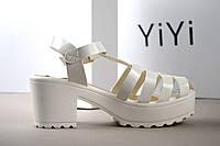 Модные босоножки на каблуке