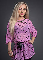 Нежно розовая блуза с черным атласным поясом