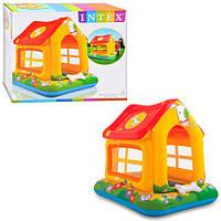 Игровой центр-домик с крышей, которая обеспечивает защиту от солнца