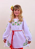 Вышитое платье для девочки на белом лене
