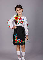 Вышитая блуза для девочки с маками и ромашками