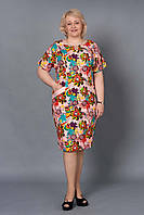 Женское платье с яркими крупными цветами