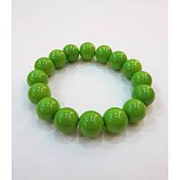 Летний браслетик бусины насыщено зеленого цвета