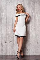 Летнее женское платье белого цвета, украшено кружевом. 42, Белый
