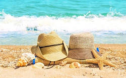 Відпустка на морі: дорожня косметичка