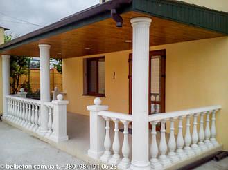 На самом деле, эта симпатичная терраса находится в частном доме в Каменке — это село в Каховском районе Херсонской области Украины. Это если кто запутался в названиях работы в портфолио.