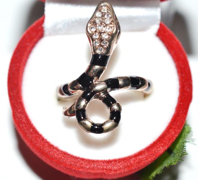 Кольцо на руку, желтый металл, белые стразы, черная эмаль  23_4_1a4