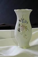 Белая ваза Тюльпан с лепкой  и золотом