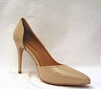 Туфли женские лаковые бежевые на шпильке
