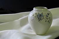 Белая ваза Шар с лепкой  и золотом