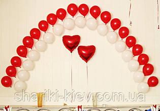 Свадебное оформление красно-белое с сердцами