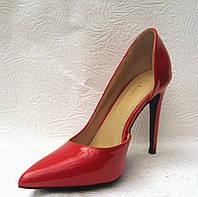 Туфли женские стильные лаковые на шпильке красные