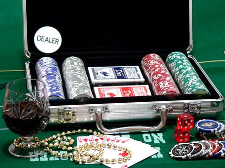 Покерные наборы. фишки.