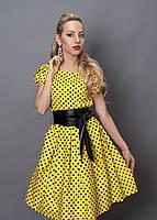 Стильное летнее желтое платье в горошек