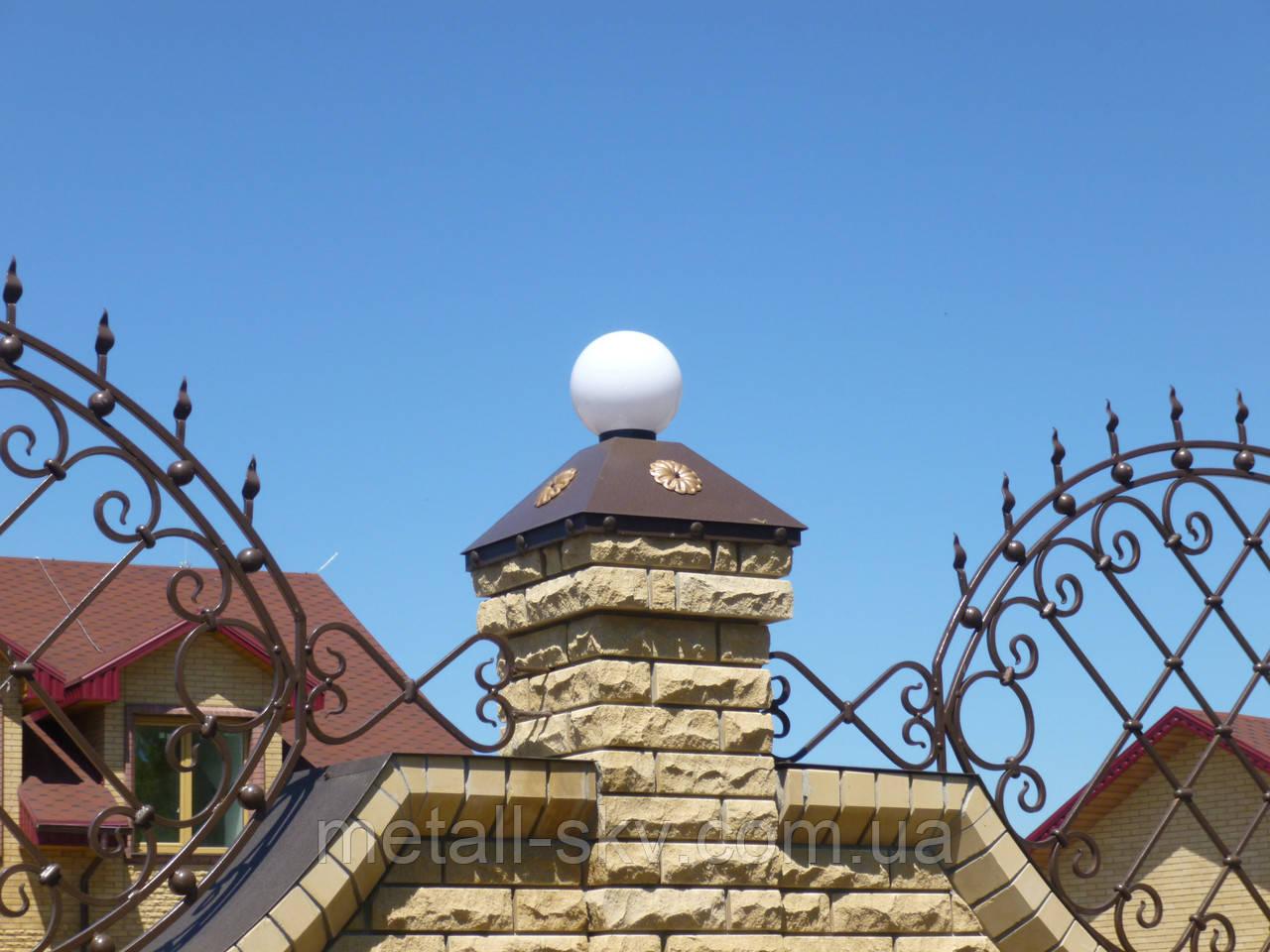 Металлические колпаки на колонны и забор с фонариками из металла 1.5 мм.
