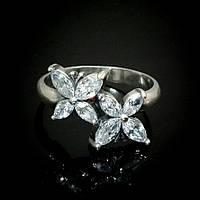 Оригинальное серебряное кольцо в виде мотыльков со вставками из фианита