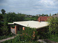 Навесная конструкция во дворе