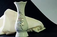 Белая ваза Датская с лепкой  и золотом