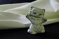 Белая статуэтка Котик.