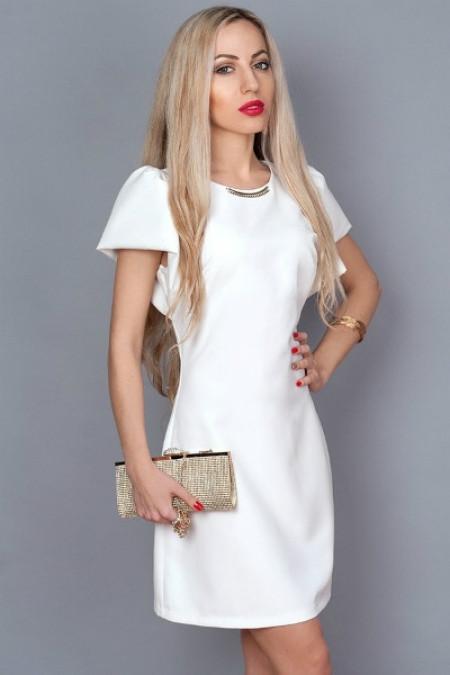 Молодежное летнее платье белое