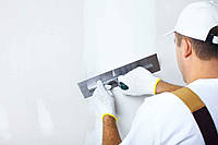 Нанять мастеров-отделочников, качественная финишная шпатлевка стен и потолков