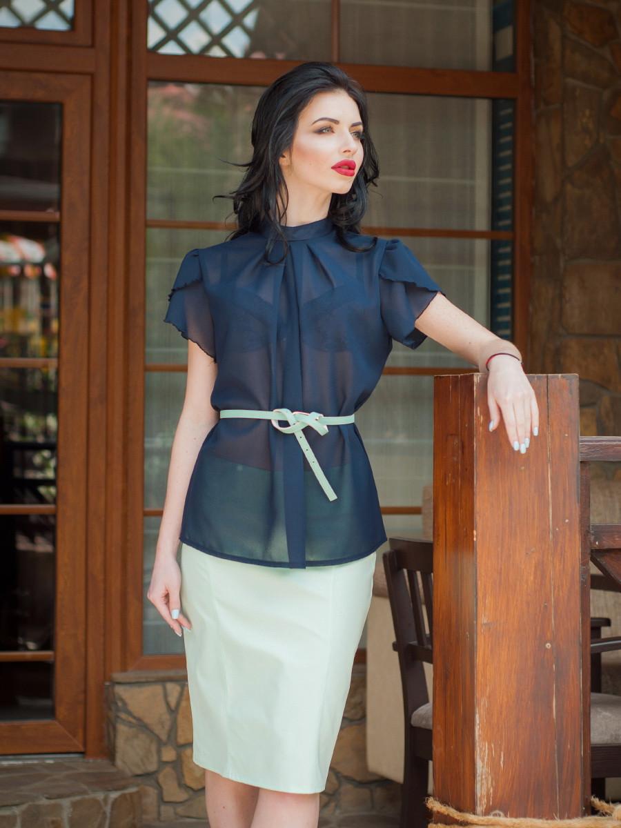Офисная темносиняя  блуза с коротким рукавом
