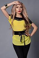 Легкая летняя блуза из шифона декорирована атласным поясом и кружевом