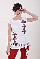 Традиционная льняная блуза белого цвета с красным орнаментом и поясом