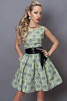 Красивое модное летнее стрейчевое платье в орнамент