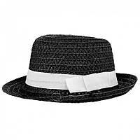 Шляпа Федора черного цвета.